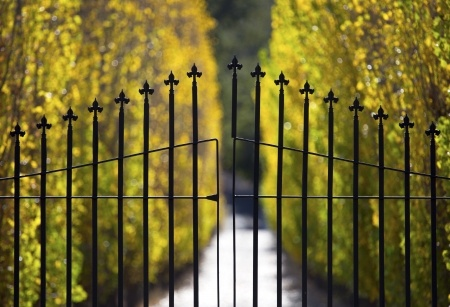pros and cons of gated communities essay Is a gate, guarded or otherwise, an accurate representation of protection or an illusion let's examine the pros and cons of gated community associations.